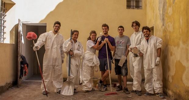 I volontari che hanno ripulito il vecchio carcere mandamentale (foto di Alessio Staffolani)