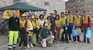 Castello, volontari in azione