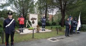 La cerimonia al monumento ai caduti di Nassiriya
