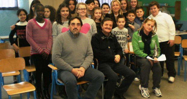 I protagonisti dell'iniziativa con la professoressa Ricciardi, il preside Luciani e il sindaco Martini