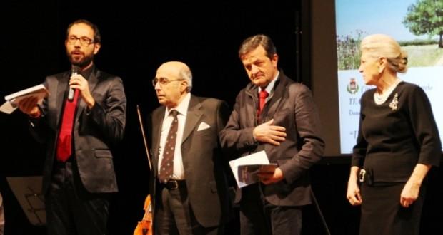 Vincenzo Lombardo assieme al sindaco Cesare Martini, al direttore artistico Francesco Rapaccioni e alla professoressa Gabriela Lampa