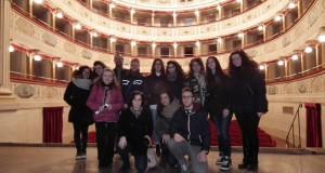 Liceali assieme al direttore artistico Francesco Rapaccioni