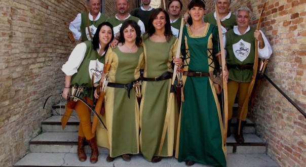 Gruppo di arcieri del Palio dei castelli