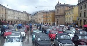 Fiat 500 in piazza per il 18° raduno