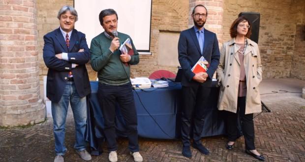Marcello Muzzi (a sinistra) con il sindaco Martini, il direttore artistico Rapaccioni e l'assessore Gregori