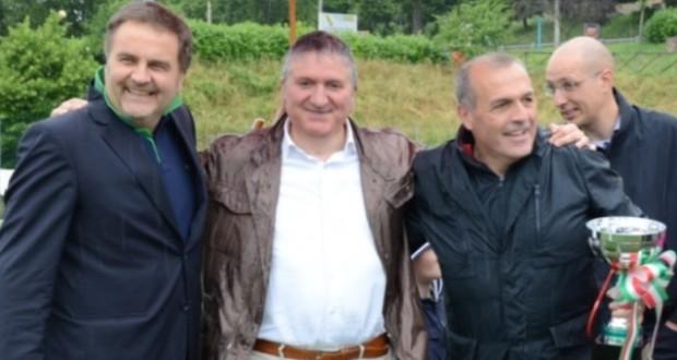 Fausto Pezzanesi con il sindaco Giuseppe Pezzanesi e il tecnico Fabrizio Castori