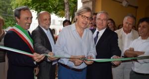 Cerimonia del taglio del nastro con Vittorio Sgarbi