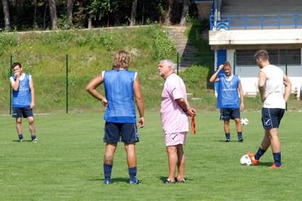 Mister Jaconi a Castelraimondo durante una seduta di allenamento dei disoccupati