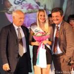 """La giovane vincitrice della selezione di """"Miss Mondo"""" premiata da Leonori e Martini (foto di Luca Mengoni)"""