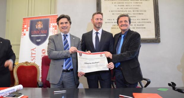 Giuliani riceve il Diploma di benemerenza dal rettore Corradini e dal sindaco Martini