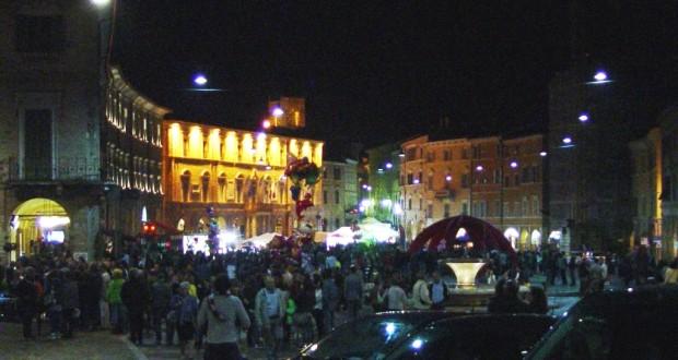 Piazza del Popolo gremita a dispetto del maltempo