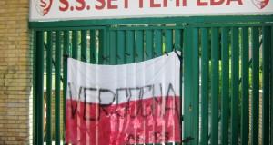 Settempeda in crisi: striscione di protesta dei boys