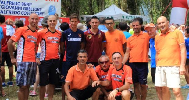 La squadra della Polisportiva Serralta assieme all'inossidabile Ulderico Lambertucci