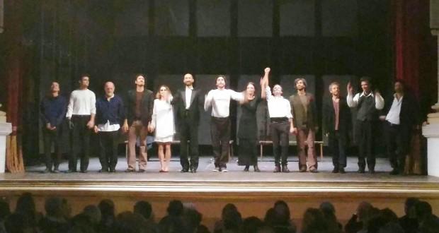 Sul palco del Feronia Daniele Pecci e gli altri attori