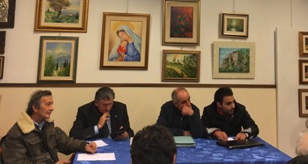 """Il """"tavolo"""" del Comitato alla riunione di ieri sera (mercoledì), cui ha preso parte anche il sindaco di Tolentino, Pezzanesi"""