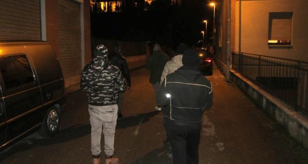 Gli attivisti di Forza nuova passeggiano per le vie del centro