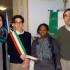 La donazione per Aissatou: il vice presidente del Consiglio d'Istituto, Manila Amici, il sindaco baby Leonardo Simoncini e il preside Sandro Luciani assieme alla mamma della bambina