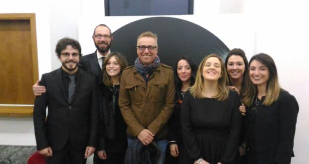 Massimo Ghini assieme al direttore artistico Francesco Rapaccioni e ai collaboratori di sala