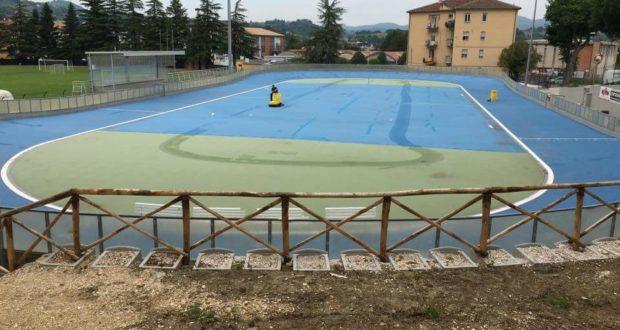 La pista di pattinaggio tirata a lucido: a sinistra si vede la nuova tribunetta