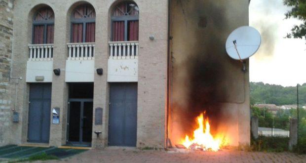 """Le fiamme al """"San Paolo"""""""