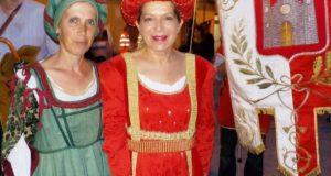 Graziella Sparvoli, presidente dell'Associazione Palio, e il neo sindaco Rosa Piermattei
