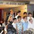 I ragazzi del volley con la professoressa Rita Serrani e con il preside Sandro Luciani