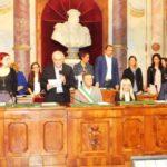 Il prof. Papa, presidente del seggio numero 1, proclama gli eletti