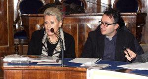 Gabriela Lampa in una conferenza stampa in Provincia