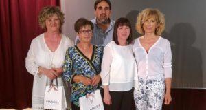 Elena Stellina (la terza da sinistra) con il preside Luciani e le colleghe in pensione con lei dal giugno 2017