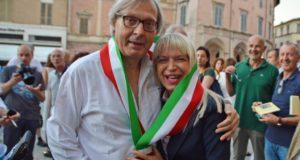 Vittorio Sgarbi e il sindaco Rosa Piermattei con la fascia tricolore