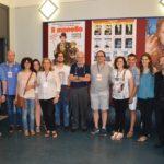 """La """"squadra"""" di volontari del cinema San Paolo assieme ai due musicisti (gli ultimi a destra) che sono stati protagonisti della serata"""