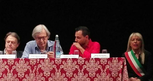 """Vittorio Sgarbi al """"tavolo"""" del Feronia"""