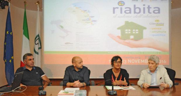 Il tavolo della conferenza stampa con l'assessore Anna Casini e il promoter Marco Crescenzi
