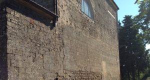 La chiesa di Aliforni da cui sono stati tolti i discendenti in rame