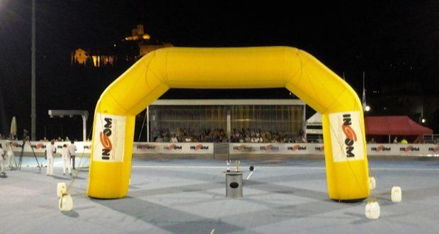 La pista di pattinaggio per il Trofeo Ingom e, sullo sfondo, il Castello al monte