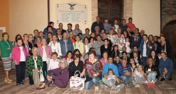 La foto di gruppo nella piazzetta di Serralta