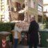 Il sindaco di fronte a una delle abitazioni più danneggiate dal sisma