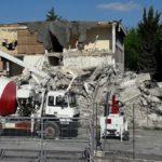 La demolizione della palazzina di Informatica