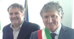 A sinistra Fausto Pezzanesi con il riconfermato sindaco Giuseppe Pezzanesi