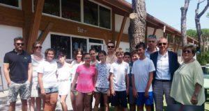 I dieci ragazzi/e di San Severino ospiti dell'Educamp assieme ai fautori dell'iniziativa