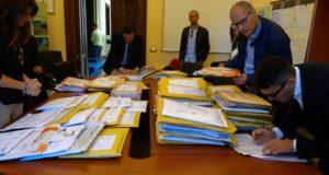 Le buste arrivate al Miur con le offerte per i lavori di realizzazione della scuola temporanea