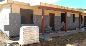 Casette in costruzione a San Michele