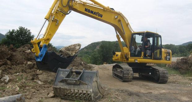 Escavatore in azione (foto d'archivio)