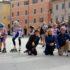 """Cristina Marcucci (a sinistra) con il sindaco Rosa Piermattei e il presidente dell'Avis, Anelido Appignanesi, alla partenza dei baby atleti della Rotellistica Settempeda, in Piazza del Popolo, durante uno dei tanti momenti della manifestazione """"Ripartiamo insieme""""."""