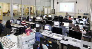 Studenti impegnati in una lezione di grafica