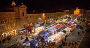 La piazza colorata dallo Street food