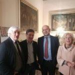 Il presidente dell'Ordine dei giornalisti delle Marche, Franco Elisei, assieme all'assessore Vanna Bianconi e al giornalista Rai, Roberto Zichittella