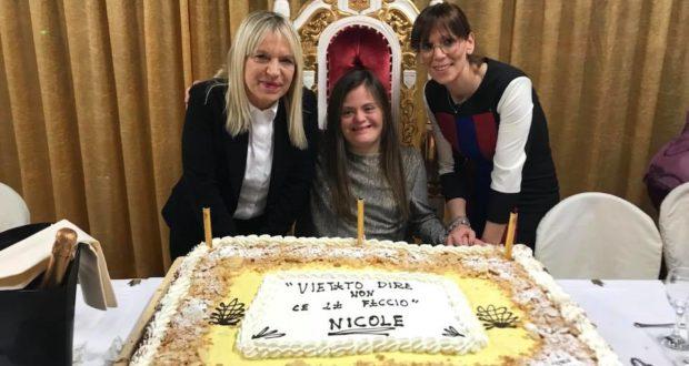 Nicole Orlando con il sindaco Rosa Piermattei e con la presidente dell'associazione Help, Cristina Marcucci