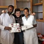 Vincenza fra gli operatori sanitari del luogo