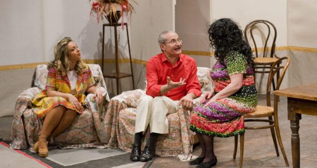 Il regista Adriano Rocci sul palco in un precedente spettacolo dell'Alternativa (foto Hexagon)
